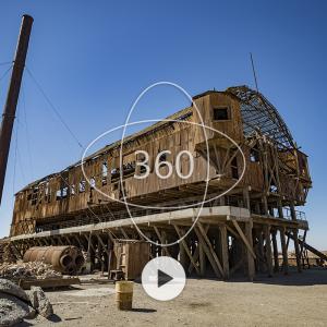 fotografía de la Planta de lixiviación santa laura con un ícono de 360 y un botón de reproducir sobre ella que invita al recorrido virtual patrimonial